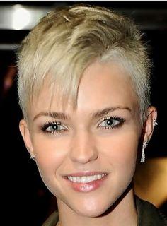 ... Kapsels on Pinterest | Pixie haircuts, Undercut and Short hairstyles  Undercut Dameskapsels