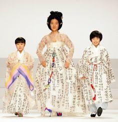 Я очень люблю азиатское кино, и часто рассматриваю в них интерьеры и одежду. Корейское кино не устает меня удивлять способностями декораторов и стилистов, так что…
