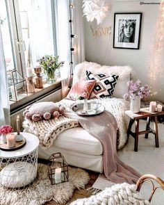 Bohemian Chaise Lounge Decor, Bohemian bedroom decorating, Boho bedroom decor - All About Decoration Bohemian Bedroom Decor, Decor Room, Living Room Decor, Home Decor, Boho Room, Moroccan Bedroom, Cozy Living Room Warm, Bohemian Decorating, Wall Decor