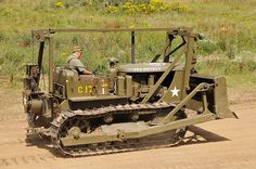 Most popular Farm Machinery videos and galleries. Antique Tractors For Sale, Vintage Tractors, Old Tractors, Caterpillar D4, Caterpillar Equipment, Caterpillar Pictures, Cat Construction, Construction Machines, Cat Farm