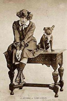Colette: Claudine et Toby-chien (carte postale appartenant à une série imaginée…