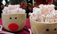 Yummy Peppermint Popcorn Bark: With peppermint and popcorn together you can't go wrong!