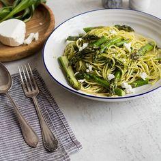 Was wäre der Frühling ohneSpargelund Bärlauch? In dieser einfachen Pasta-Variante läuft das Duo zur Höchstform auf. Gesund, lecker und herrlich frisch.