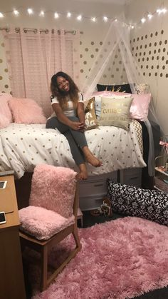It's possible to divide your bedroom or create partitions at quite very low rates and with lesser environmental effects. Finally a room you may decora… – Dorm Room College Bedroom Decor, Small Room Bedroom, College Dorm Rooms, Bedroom Ideas, Small Rooms, Trendy Bedroom, Pink Dorm Rooms, Cute Dorm Rooms, Dorm Room Ideas For Girls