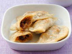 Polnische Teigtaschen mit Sauerkraut-Pilz-Füllung ist ein Rezept mit frischen Zutaten aus der Kategorie Teig. Probieren Sie dieses und weitere Rezepte von EAT SMARTER!