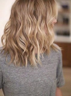 ombre hair blond coupe-mi-long-ondulations