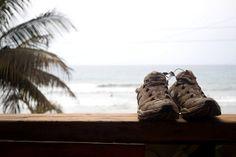 aireando el calzado en Montañitas Ecuador