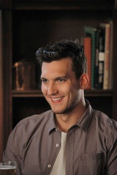 Look at that smile! We're in love with Leo Hendrie! RT if you are too! #MCM #ChasingLife