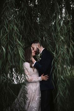 Swoon-worthy couple portraits in this romantic Texas wedding | Image by a sea of love