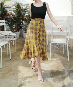 2019 summer fashion love this yellow plaid skirt Yellow Skirt Outfits, Yellow Plaid Skirt, Plaid Skirts, Long Plaid Skirt, Ulzzang Fashion, Hijab Fashion, Korean Fashion, Fashion Fashion, Lovely Dresses