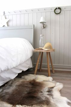 Modern Country Style: Farrow and Ball Cornforth White Colour Study. Click through for full details! Modern Country Bedrooms, Modern Country Style, Country Style Homes, Bedroom Country, French Country, Country Furniture, Country Decor, Rustic Decor, Home Renovation