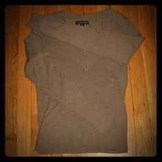 Banana Republic Silk/Cotton/Cashmere vneck This banana republic sweater is a dark brown & super soft 50% silk 14% cotton 4% cashmere ☁️ make me an offer ☁️ Banana Republic Sweaters V-Necks