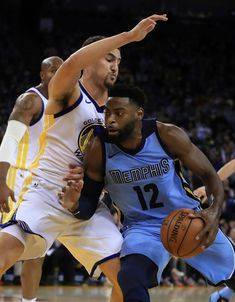 Memphis Grizzlies' Tyreke Evans (12) drives the ball against Golden State Warriors' Klay Thompson during the first half of an NBA basketball game Wednesday, Dec. 20, 2017, in Oakland, Calif. (AP Photo/Ben Margot)