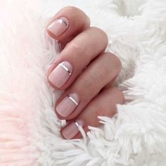 Pale pink nude nails with metalic silver line - Short nails - Simple and cute