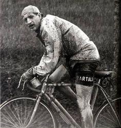 Giro di Toscana 1950, 16 aprile. Firenze. Gino Bartali (1914-2000) vittorioso al termine di una gara resa durissima dalle condizioni atmosferiche