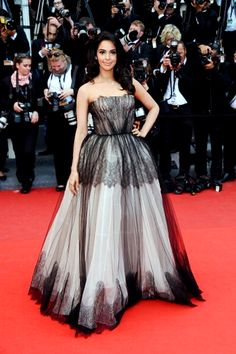 Mallika Sherawat in lovely Grey-Black gown at Cannes 2013 Mallika Sherawat Hot, Celebrity Updates, Strapless Dress Formal, Formal Dresses, Hottest Pic, Fancy Pants, Cannes Film Festival, Beautiful Indian Actress, Viera
