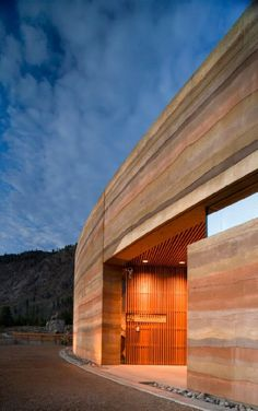 Nk'Mip Desert Cultural Centre, Osoyoos, BC - using 'rammed earth' technique Architecture Durable, Sustainable Architecture, Sustainable Design, Contemporary Architecture, Architecture Details, Interior Architecture, Interior And Exterior, Residential Architecture, Wall Exterior