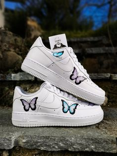 - 1 pair of authentic Nike Air Force 1 - 10 butterflies - 4 painted sides - permanent paint - no patches, vinyl or bs - many compliments from others Air Max 1, Nike Air Max, Nike Air Force 1, Nike Air Shoes, Sneakers Nike, Foot Locker, Custom Sneakers, Custom Shoes, Painted Sneakers