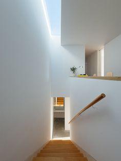 Minimalist straight run stairway with skylight. House in Preguiçosas by João Branco + Paula del Río.