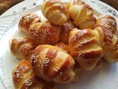 Ζύμη για αλμυρά άλλα και γλυκά κρουασανάκια που θα λατρέψουν τα παιδιά! Croissant, Greek Recipes, Pretzel Bites, Kai, Sausage, Cooking Recipes, Bread, Snacks, Cookies