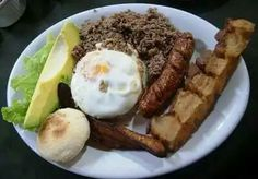 Traditional Bandeja Paisa platter found in Colombia Meat Recipes, Vegetarian Recipes, Healthy Recipes, Colombian Food, Colombian Recipes, Chorizo Sausage, National Dish, Spanish Dishes, Banana Chips
