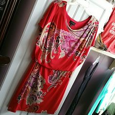 """Bright flowered red dress. Size 8 This is a cute date dress or wear to the office. Put some heels on and out to the club. Batwing sleeves with a gathered top, gives the look of a,two piece outfit. Very flattering!! Size 8 Measures 34"""" in length. Enfocus Dresses"""