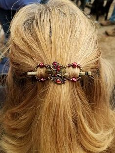 Beautiful Ruby Bouquet flexi hair clip in a lovely antique brass finish. Perfect accessory with red and brown shades for all your Fall outfits!