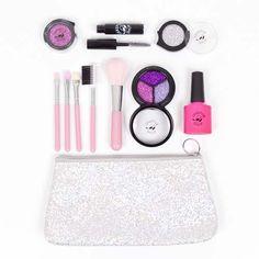 Make-up set Glitter & Glamour Pink Make-up set Glitter & Glamour bestaat uit: Kwastenset Pink Nagellak Heavy Pink Oogschaduw Sparkle Pink Glitter Silver Glitter Pink Mascara Black Beauty Make-up tasje Glitter Onze make-upziet er uit en voelt als echte make-up, maar het is 100% fake make-up. De make-up geeft geen kleur af, waardoor het spelen …