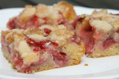 Epres marcipános süti Gluten Free Apple Crisp, Gluten Free Blueberry, Crumble Topping, Whipped Topping, Colorful Desserts, Strawberry Rhubarb Crisp, Gluten Free Living, Fruit Recipes, Quick Easy Meals