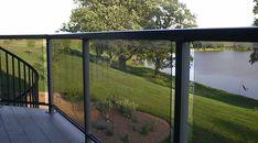 tundra_aluminum_railing_with_smoked_glass_panels