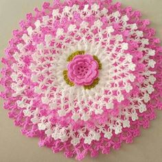 This Pin was discovered by Era Crochet Mandala Pattern, Granny Square Crochet Pattern, Crochet Patterns, Crochet Tablecloth, Crochet Doilies, Crochet Flowers, Crochet Fish, Hand Crochet, Diy Crafts Crochet
