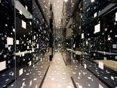 Ocean of Dots Tetsuya Matsumoto's Toshin Eisei Yobiko Okayama office interior design feels like an art installation with floating dots surrounding the visitors. Office Interior Design, Interior Exterior, Office Interiors, Interior Architecture, Japan Design, Deco Design, Wall Design, Club Design, Light Luz