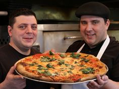 How to Make New York-Style Pizza at Home. Get easy tips from Francis Garcia of New York's Artichoke Basille's Pizza on how to recreate NY-style pizza in your own kitchen. New York Pizza Dough Recipe, Ny Pizza Sauce Recipe, Calzone Recipe, Crust Recipe, New Yorker Stil, Cooking Channel Recipes, Cooking Courses, Good Pizza, Big Pizza