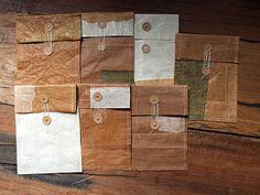 紙袋をリユースしたロウ引きの封筒(IONIO)