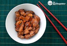 Cómo preparar pollo con almendras al estilo chino. Una receta con un toque oriental que será una forma original comer el típico plato de pollo. Preparación paso a paso, fotos y consejos.