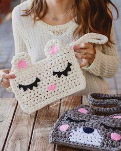 Marvelous Crochet A Shell Stitch Purse Bag Ideas. Wonderful Crochet A Shell Stitch Purse Bag Ideas. Crochet Diy, Crochet Amigurumi, Love Crochet, Crochet Ideas, Crochet Clutch, Crochet Handbags, Crochet Purses, Crochet Shell Stitch, Knitted Bags