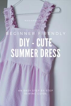 Learn how to make this cute summer dress with elastic straps. Sew you own EASY summer dress - Beginner friendly sewing tutorial Simple Summer Dresses, Summer Outfits For Teens, Sewing Clothes, Diy Clothes, Clothing Patterns, Sewing Patterns, Keramik Design, Sewing Elastic, Sewing Projects For Kids
