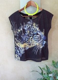 À vendre sur #vintedfrance ! -top-t-shirt-dos-ajoure-decoupe-taille-m-imprime-animal-panthere-leopard-cut-out-loose-bi-matiere