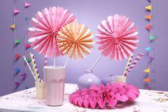Papier-Rosetten, Deko, rosa, Basteln mit Kindern, Kindergeburtstag, produziert für tambini.de