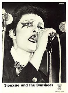 I loved her post-punk makeup. She was so gutsy! Siouxsie And The Banshees, Siouxsie Sioux, 70s Punk, Punk Goth, 80s Goth, 1970s Makeup, Grunge, Goth Bands, Rich Boy