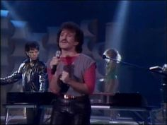 """MATTHEW WILDER / BREAK MY STRIDE (Solid Gold performance 1983) -- Check out the """"I ♥♥♥ the 80s!! (part 2)"""" YouTube Playlist --> http://www.youtube.com/playlist?list=PL4BAE4D6DE43F0951 #80s #1980s"""