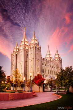The Church of Jesus Christ of Latter-day Saints (LDS, Mormon). Lds Pictures, Lds Temple Pictures, Church Pictures, Wedding Pictures, Salt Lake Temple, Salt Lake City Utah, Mormon Temples, Lds Temples, Lds Art