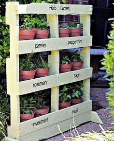 In this short video summary we show a selection of our favorite 12 vertical gardens from the network. Ideal to be used as room dividers or screens, or simply to decorate a wall, the pallets are the…