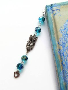 Pretty turquoise coloured owl beaded bookmark with turquoise crystal glass faceted beads, pretty owl connector charm and little heart charm. Lovely unique bookmark for someone that loves owls and books. Ready to post. 1 available. Materials- turquoise crystal glass faceted beads, metal bookmark finding, owl connector charm, small heart charm and silver plated findings. Size - approx 4.5 (11.43cm) Details - will be sent in a clear cello bag wrapped in tissue paper. All metals are nickel and…