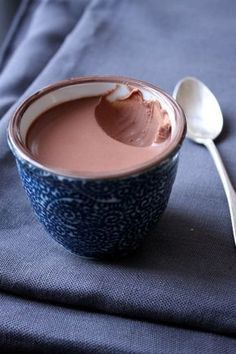 Small jars of ultra creamy chocolate cream - Sugar runs my world - Desserts Köstliche Desserts, Delicious Desserts, Dessert Recipes, Yummy Food, Tasty, Keto Postres, Creme Dessert, Chocolate Cream, Melt Chocolate