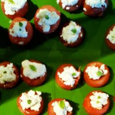 Watermelon and Feta Appetizers - Recipes & Me Gourmet Appetizers, Finger Food Appetizers, Finger Foods, Appetizer Recipes, Appetizer Ideas, Roasted Garlic Hummus, Peach Syrup, Watermelon And Feta, Mint Sauce