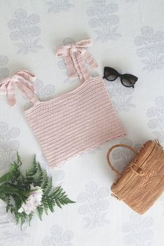 Crochet Tie Strap Crop Top - Free pattern + video tutorial - for the frills Easy Crochet, Crochet Hooks, Free Crochet, Crochet Top, Gilet Crochet, Crochet Blouse, Crochet Bikini, Modern Crochet Patterns, Crochet Patterns For Beginners