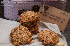 Vločkové sušenky s mandlemi a datlemi Sass & Belle, Cookies, Desserts, Food, Crack Crackers, Tailgate Desserts, Deserts, Eten, Cookie Recipes