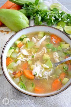 Caldo de pollo con arroz y chipotle (fácil, rápido & delicioso) Mexican Food Recipes, Soup Recipes, Chicken Recipes, Cooking Recipes, Ethnic Recipes, Healthy Cooking, Healthy Recipes, Healthy Food, Food Dishes