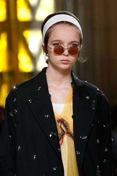 06fd9f69a281 Miu Miu Spring 2018 Ready-to-Wear Collection Photos - Vogue Round Sunglasses